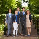 Familiefoto's en groepsfoto's: familiefoto op een trouwdag