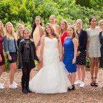 De dames op het huwelijksfeest