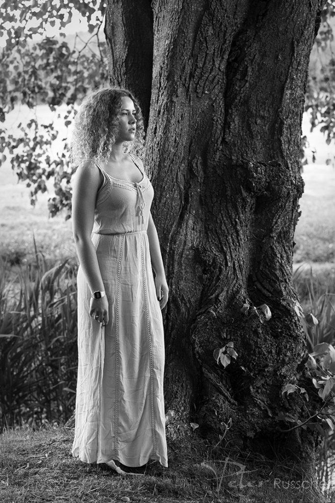 Model onder een boom