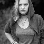 Jonge vrouw zwart wit foto